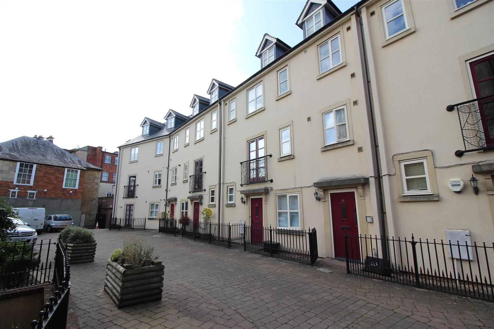 2 Bedrooms Flat for sale in Chapel Mews, Chippenham